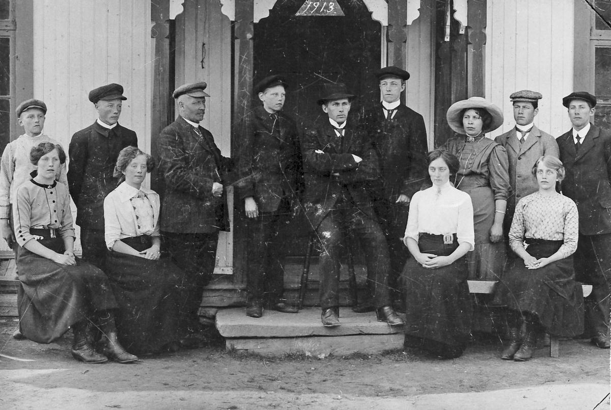 Skoleelever med lærer - fortsettelsesskole 1913 Øyan skole