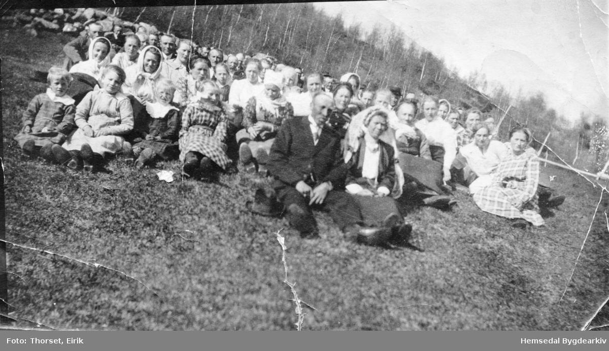 Bryllaupet til Hans E. Lien og Ingebjørg K. Torset 1922  Gnr/Bnr  89/2 1. Anne E. Huso g. Groset 2. Ragnhild Huso f. Intehus 3. Ola E. Lien 4. Birgit O. Flaten 5. Ingebjørg E. Torset g. Lien 6. Margit E. Finset f. Lien 7. Margit E. Huso g. Haugen