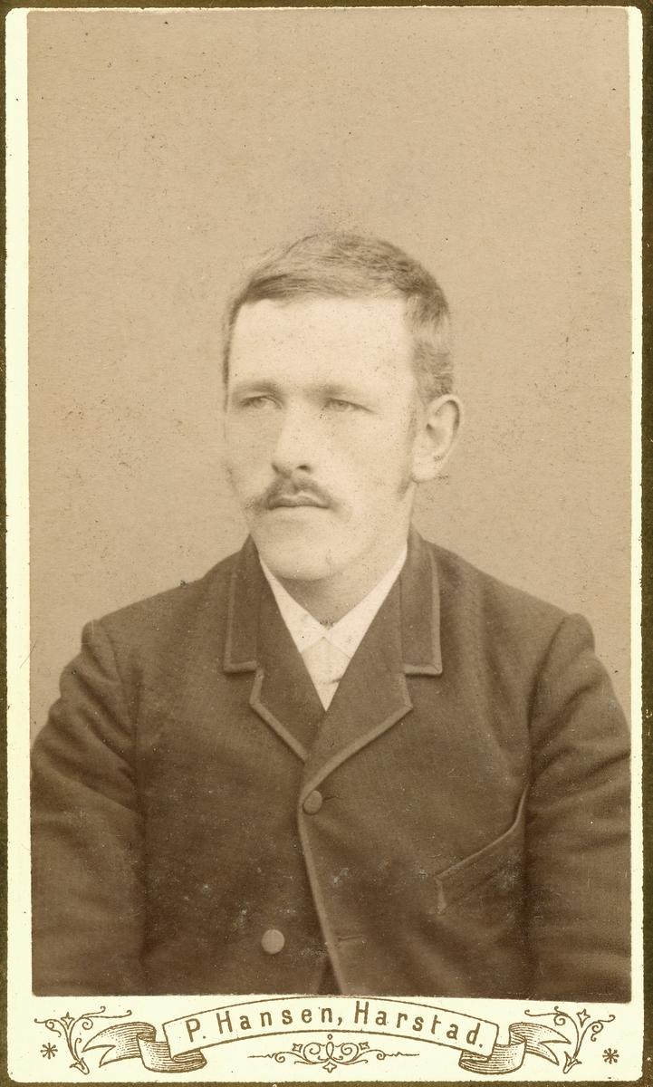 Portrett av en mann i halvfigur.