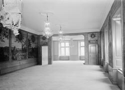 Sal med kristallkronor i taket, Uppsala 1949