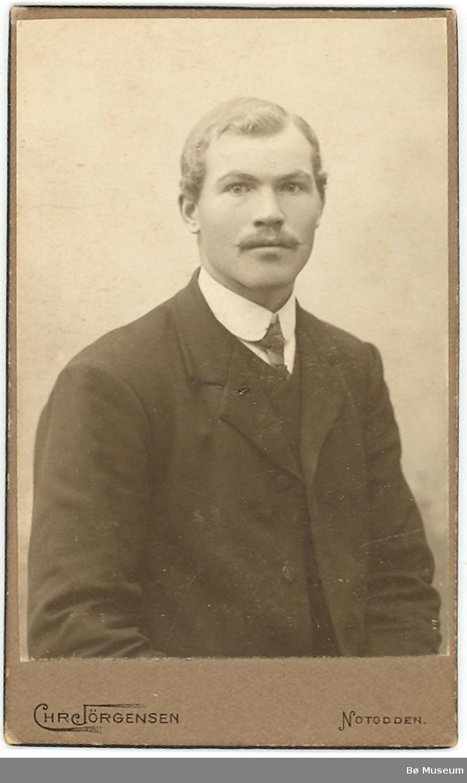 Portrett av ukjent, yngre mann