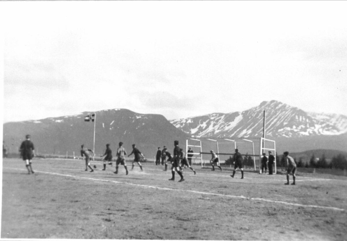 Fotballkamp på Borkenes stadion.