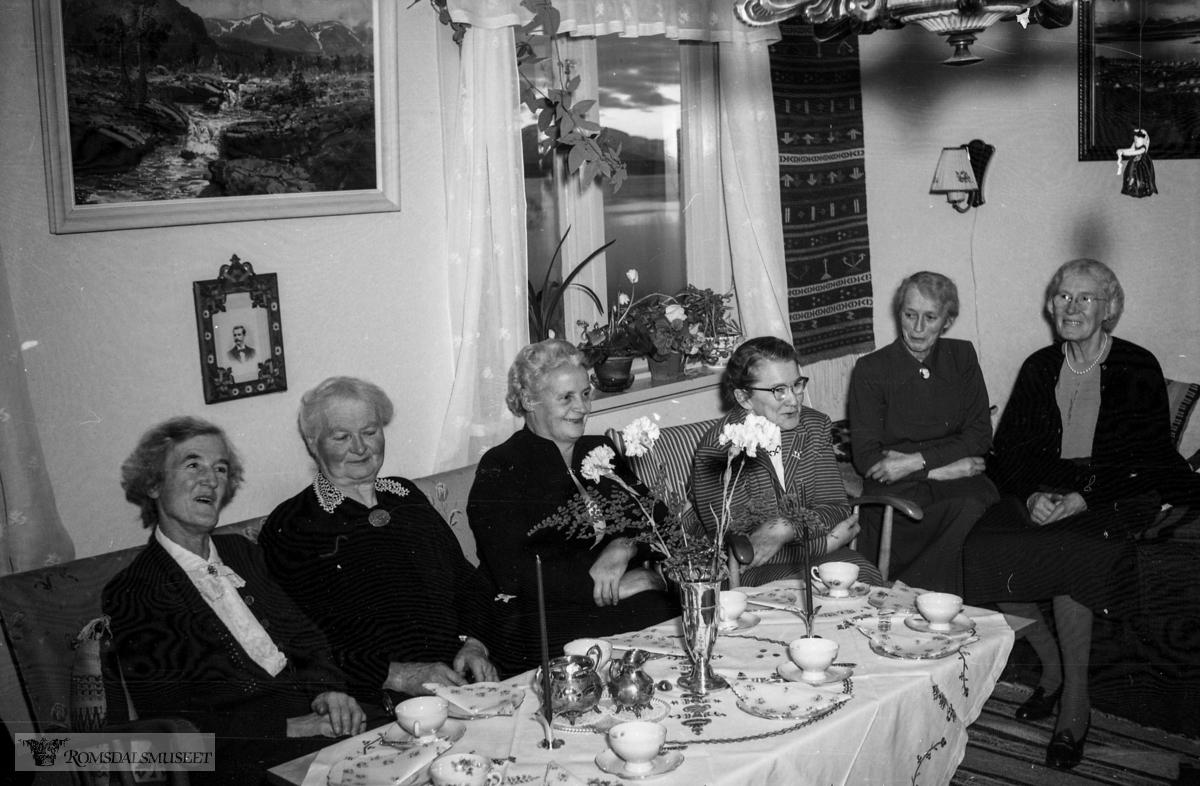 umerket film.tatt desember 1957..Feiring av Betty Bjordal f.09.12.1877 d.30.07.1960 sin 80års dag.