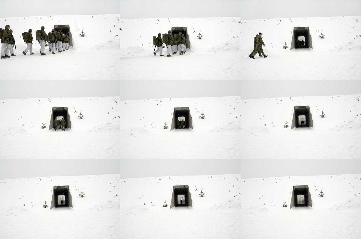 Krigens teater. Disse bildene viser både soldater i tjeneste og utenfor tjeneste. Noen bilder viser mål i landskapet, utstyr og stridsvogner, blant annet Red Sonja. Dette navnet er et eksempel på den lange tradisjonen av å personifisere det militære utstyret, men med noe galgenhumor. Ingen av bildene er arrangert eller tatt i et studio. De er usminket og ekte. Men Bengtson håper at komposisjonen i bildene vil bidra til en følelse av et teater.