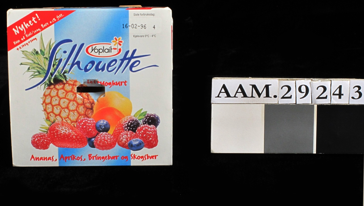 Frukt: Ananas, blåbær, jordbær, bringebær og bjørnebær