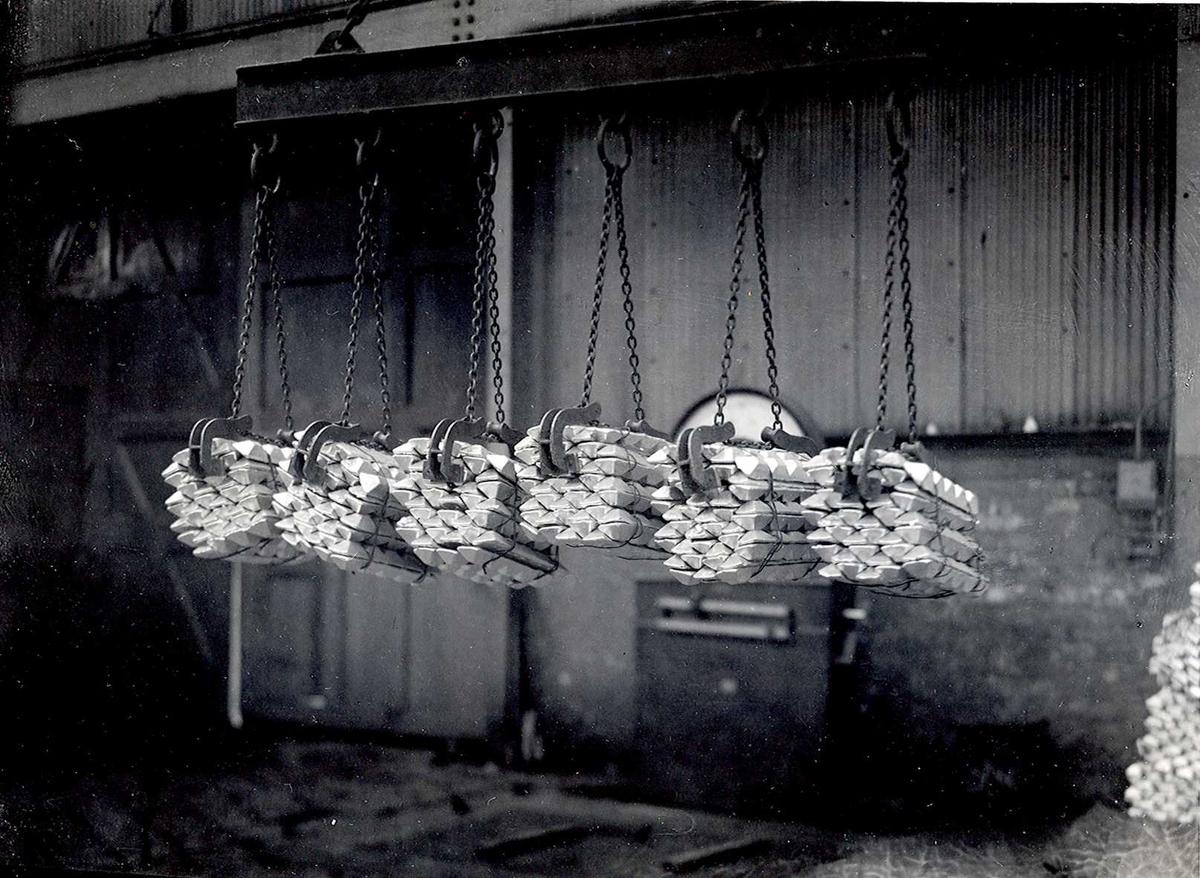 Nitriden. Bunter med aluminiumsbarrer.