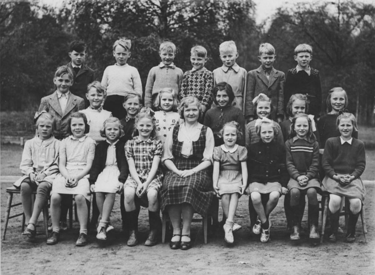 Elever ved Kontra skole 1945.