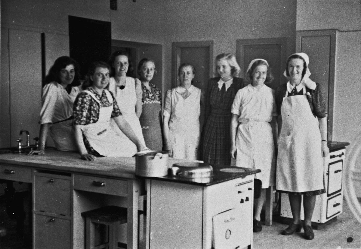 Kjøkkenpersonale som lagde mat til Hjemmestyrkene.