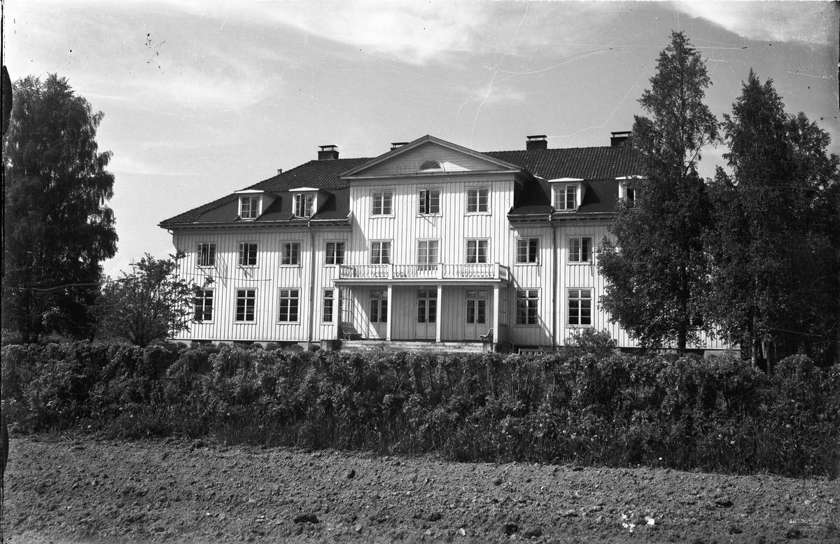 Akershus Fylkes Husmorskole - senere Mork videregående – senere Doyén.