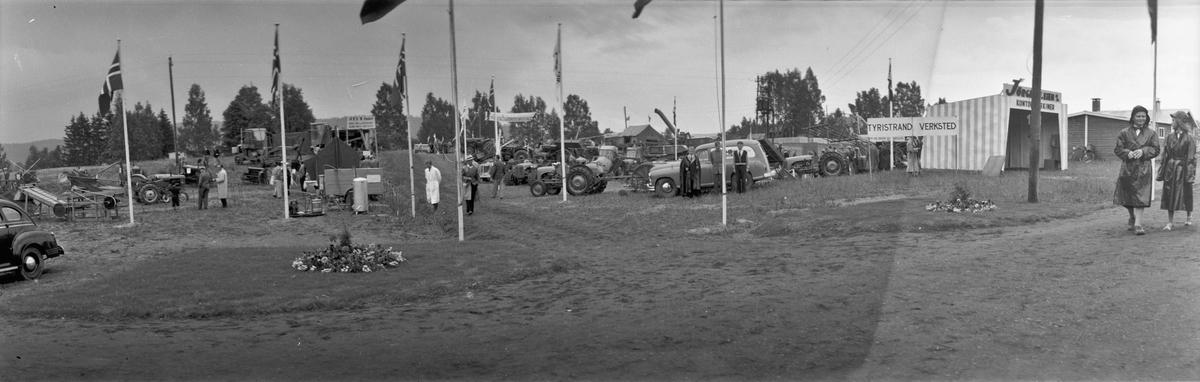 Panoramabilder fra Eidsvoll Bygdeutstilling i 1955. Ved Eidsvoll Landsgymnas, som kan sees i bakgrunnen på noen bilder.