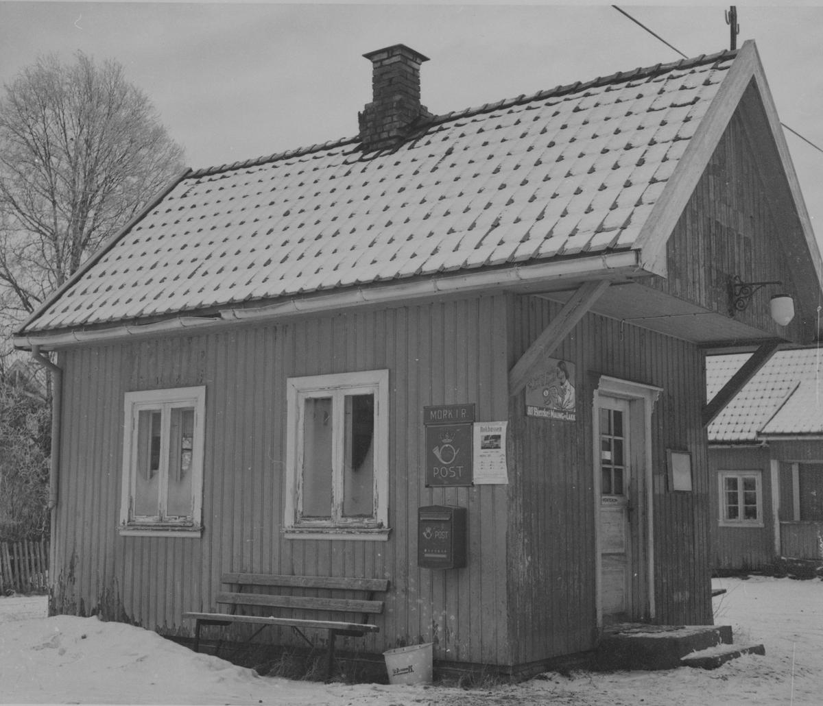 Mork stasjon på nedlagte Urskog-Hølandsbanen, her som poståpneri