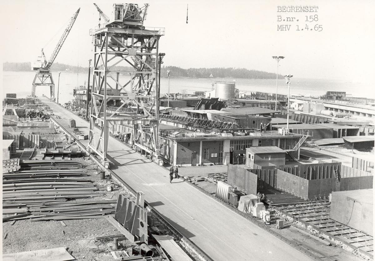 """Oslo-kl.fregatt KNM """"Stavanger"""". De forskjellige seksjonene tar form under byggingen."""