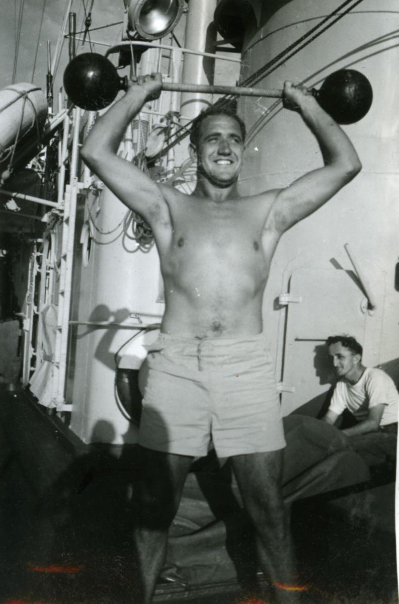 Album Ubåtjager King Haakon VII 1942-1946 Forskjellige bilder. Pete Pettersen.