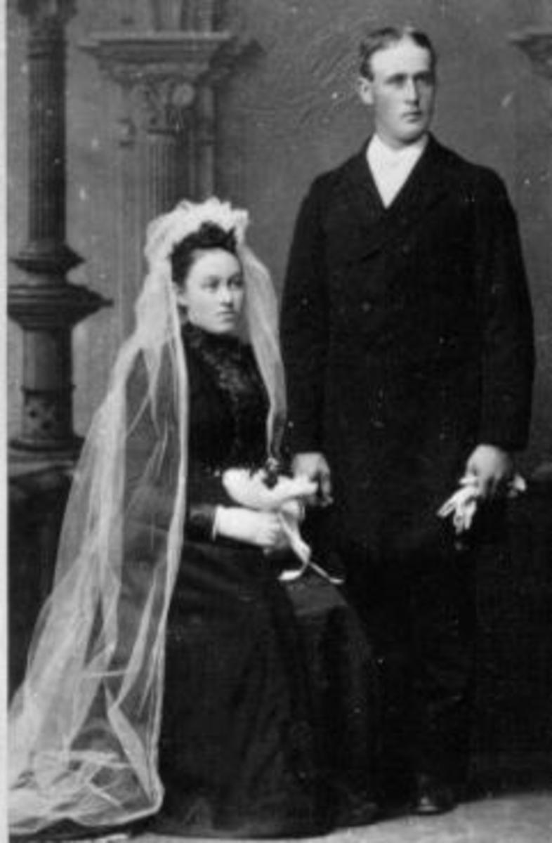 Brudepar. Hedvig Toresdatter (1826-1885), Østre Jevanol. Nils Olsen Storihle f.1837.