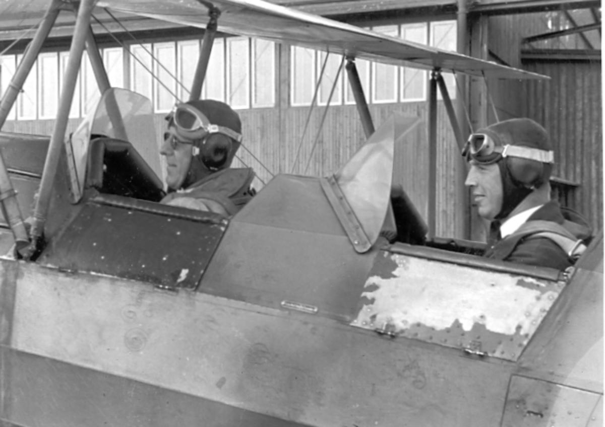 F6 Karlsborg. Besättning i en SK 11 Tiger Moth.