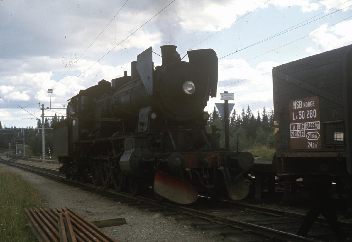 Skifting med damplok type 30b nr 347 på Reinsvoll stasjon