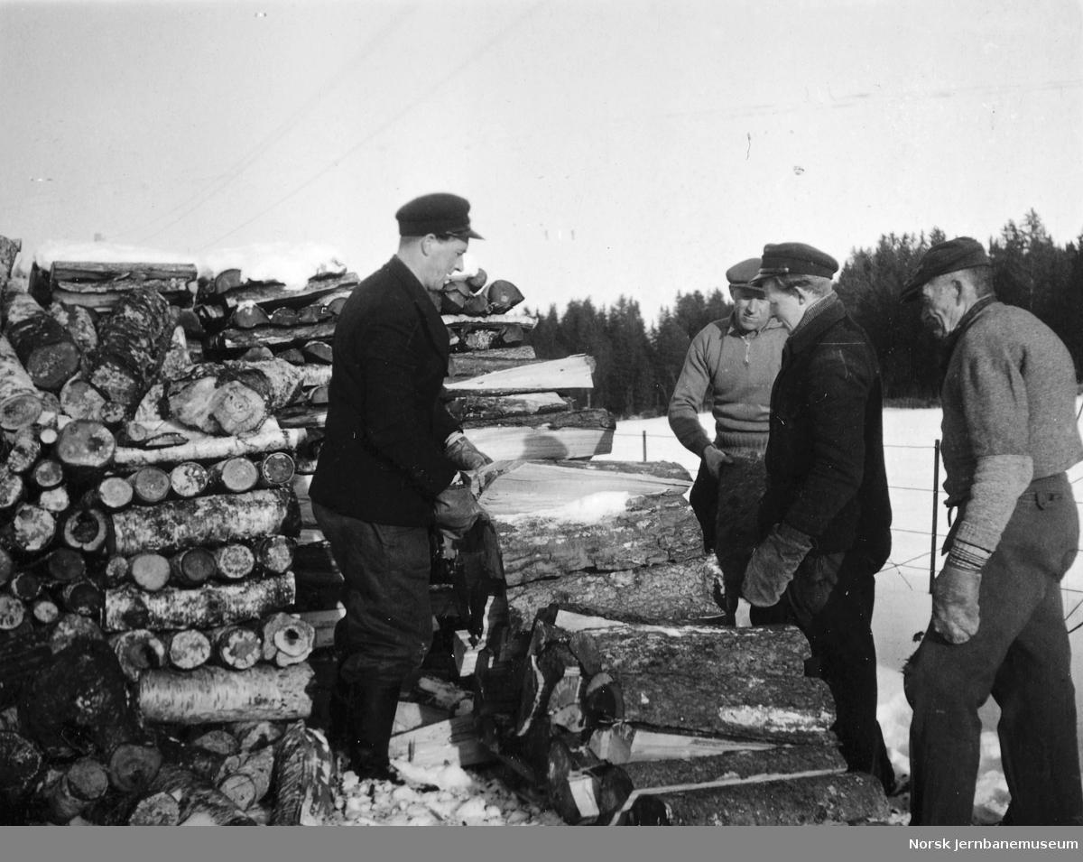 Stabling av ved til lokomotiver på Åsen stasjon