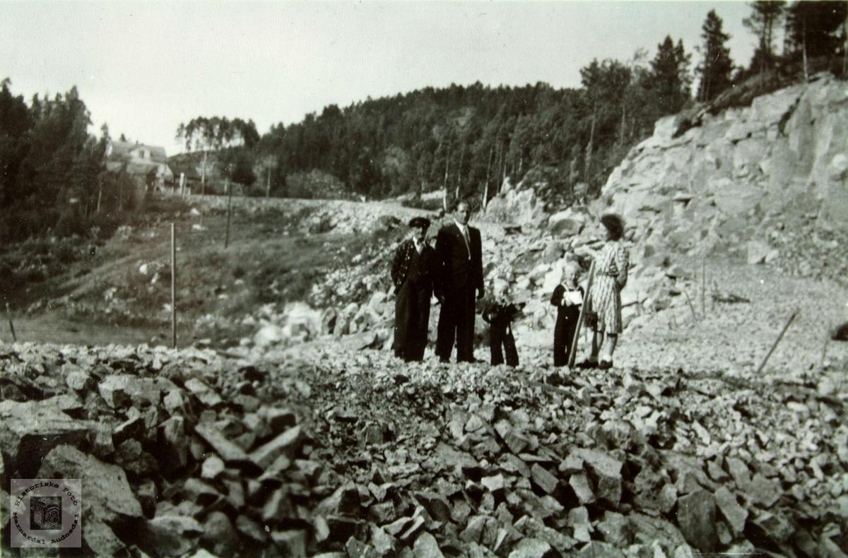 Vegarbeid ved Sveindal på vegen mellom Evje og Tonstad.