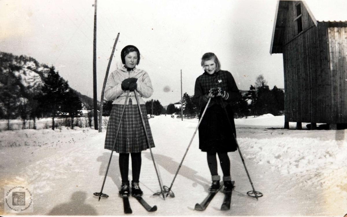 Skijenter på Storkemonen i Konsmo.
