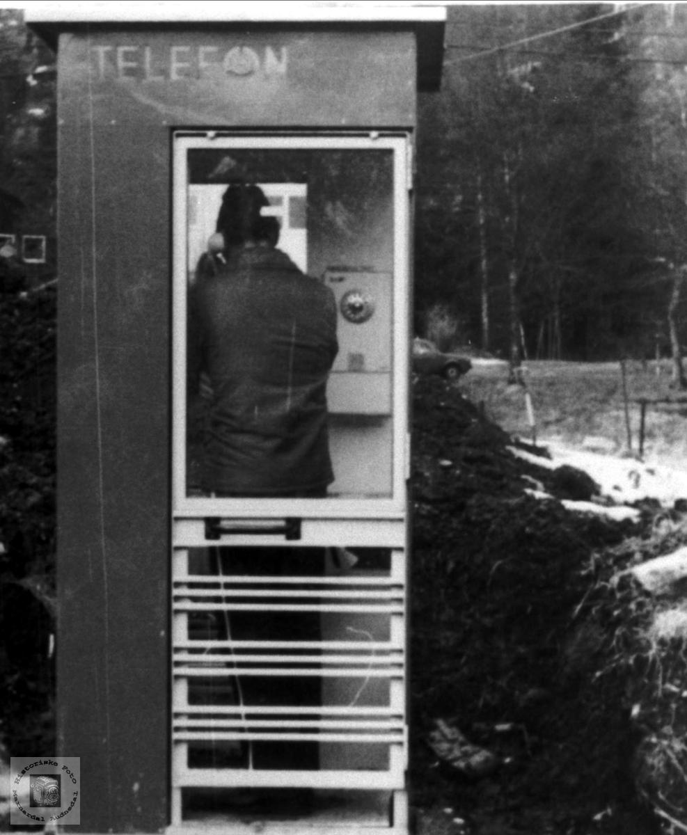 Telefonkiosk på Bjelland.