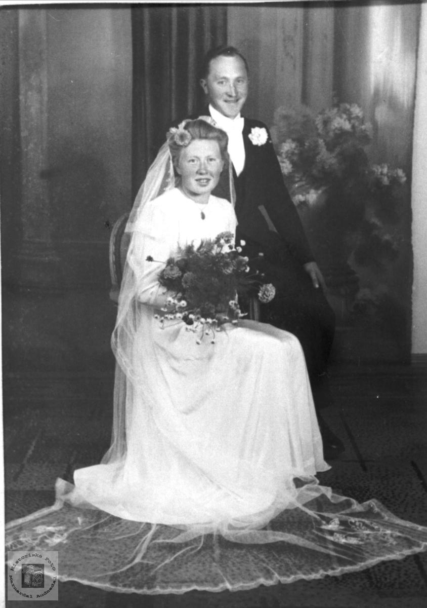 Brudeparet Dagny og Knut Solberg. Bjelland.
