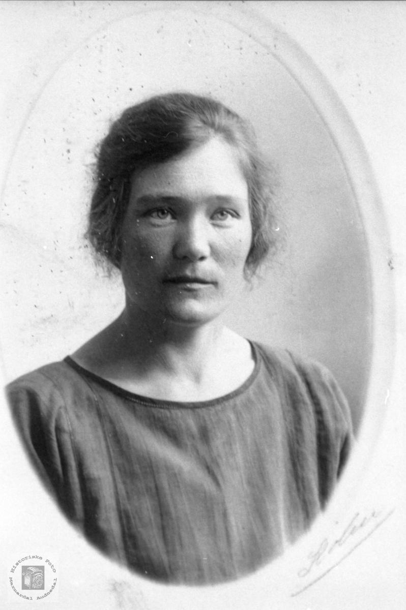 Portrett Berthe Foss, Bjelland.