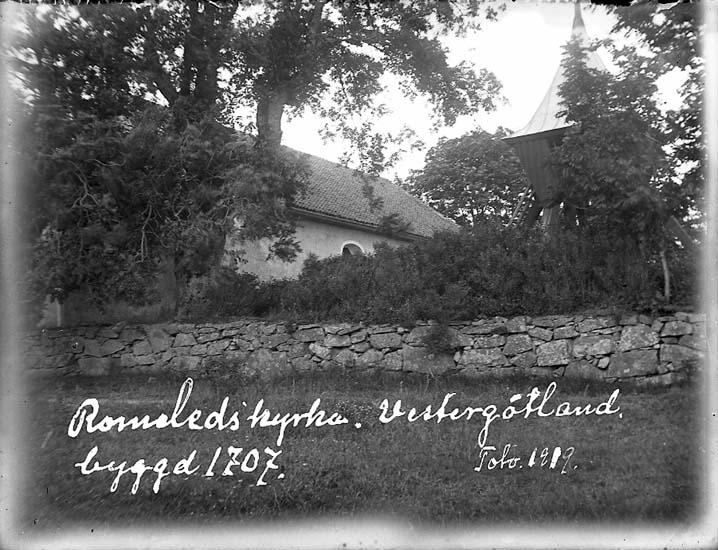 """""""Romeleds kyrka, Vestergötland, byggd 1707. Foto 1919"""""""