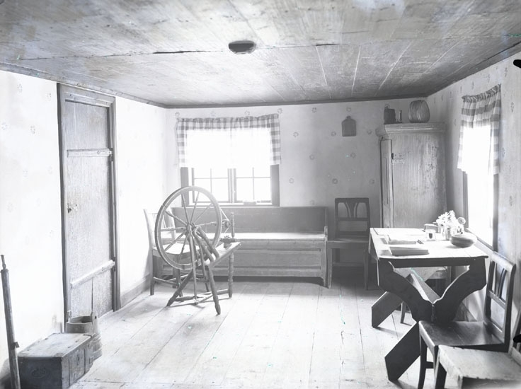 """1934. 23. Pontus Vikners födelsehem på Kikerud. Interiör af Stugan."""