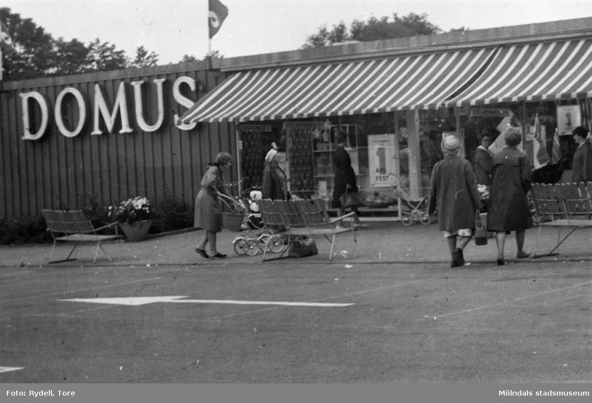 Domus stora affärshall på Nya Torget i Trädgården, Mölndal, på 1960-talet.