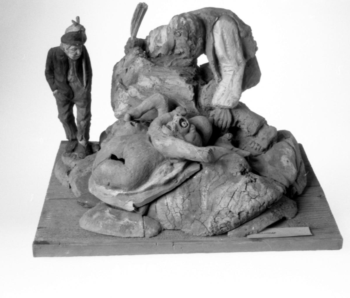 Gruppe m. 2 troll, til venstre mann, steiner