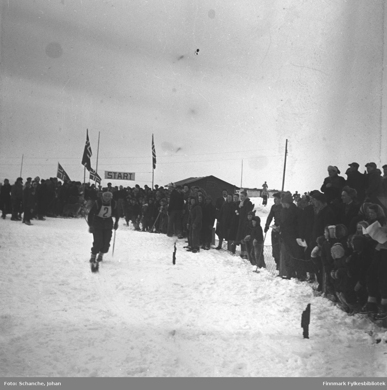 Fra kretsrennet på ski, 1946 i Vadsø. Beste finnmarking på 30 km.langrenn, Ole A. Mathisen fra Nesseby.