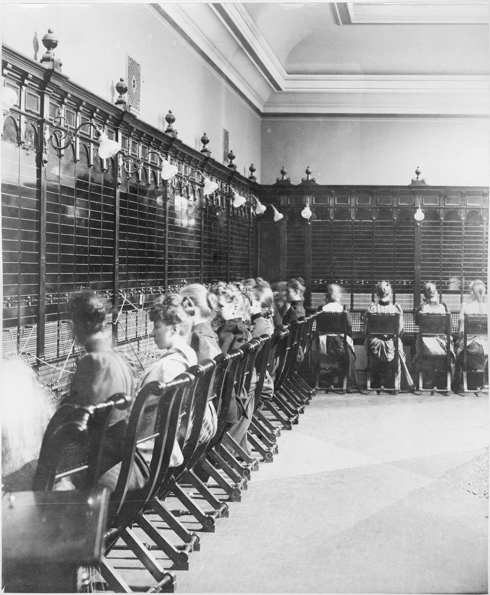 Telefonstationen på Skeppsbron 2, Stockholm, 1892.