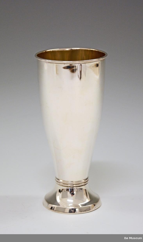 Sølvpokal uten innskrift. Stempel: 830 S (merke: F)
