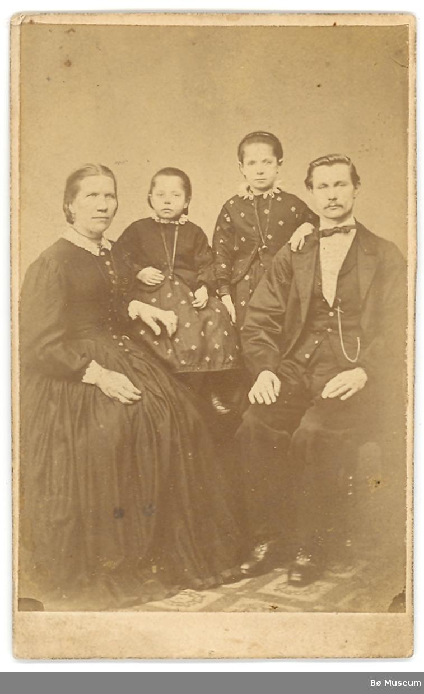Familie med 2 jenter