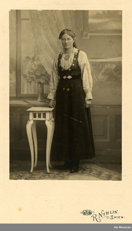 Kvinne, heilfigur. Anne Pålskås