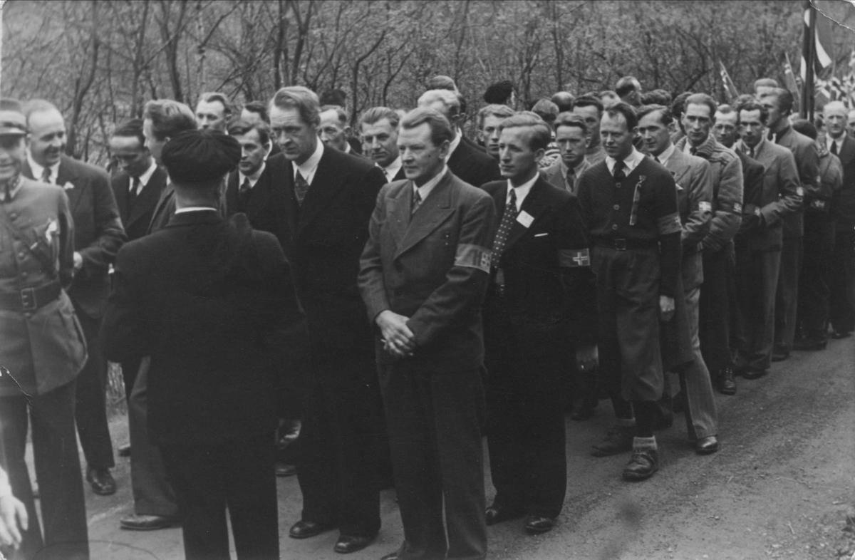 Hjemmestyrkene på Løkken i 17. mai-toget i 1945.