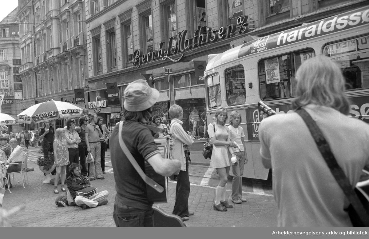 Gatemusikanter på Karl Johans gate..Juli 1972.