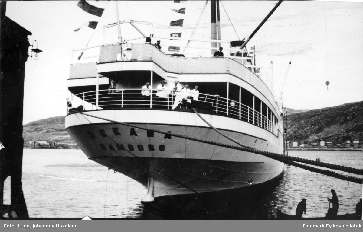 Turistskipet 'Oceana' av Hamburg på havna i Hammerfest
