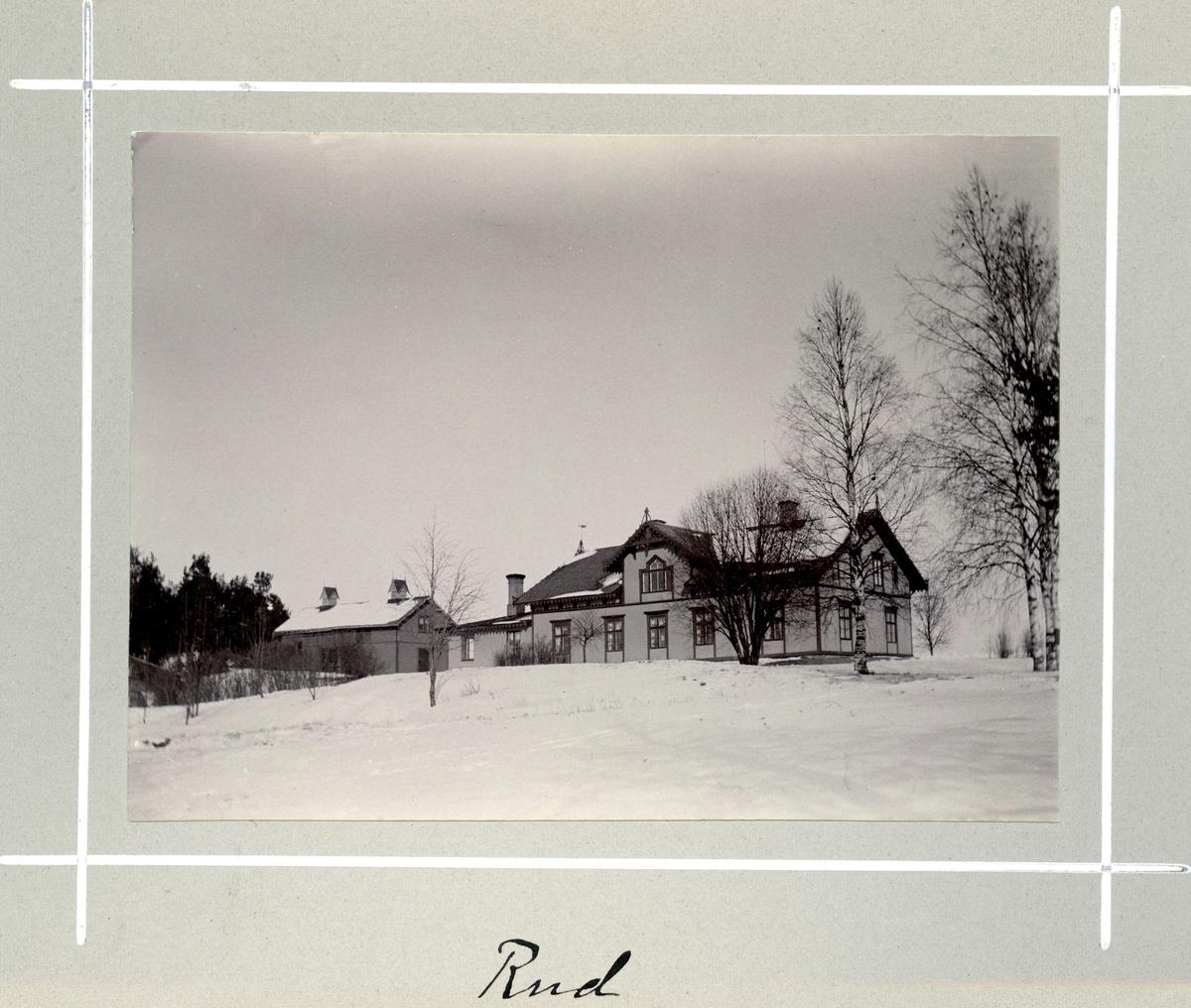 Bildserie tagen av August Malmborg (1875-1895), son till landshövding Adolf Malmborg, ägare till Våxnäs herrgård, och hans maka Julia, född Åkerhielm.  Bilderna är tagna från tidigt 1890-tal fram till 1895 med texten skriven av modern: Rud