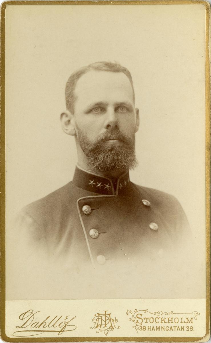 Porträtt av Oscar Fredrik Mascoll Silfverstolpe, löjtnant vid Närkes regemente I 21.  Se även bild AMA.0008585, AMA.0006727, AMA.0021754 och AMA.0021760.