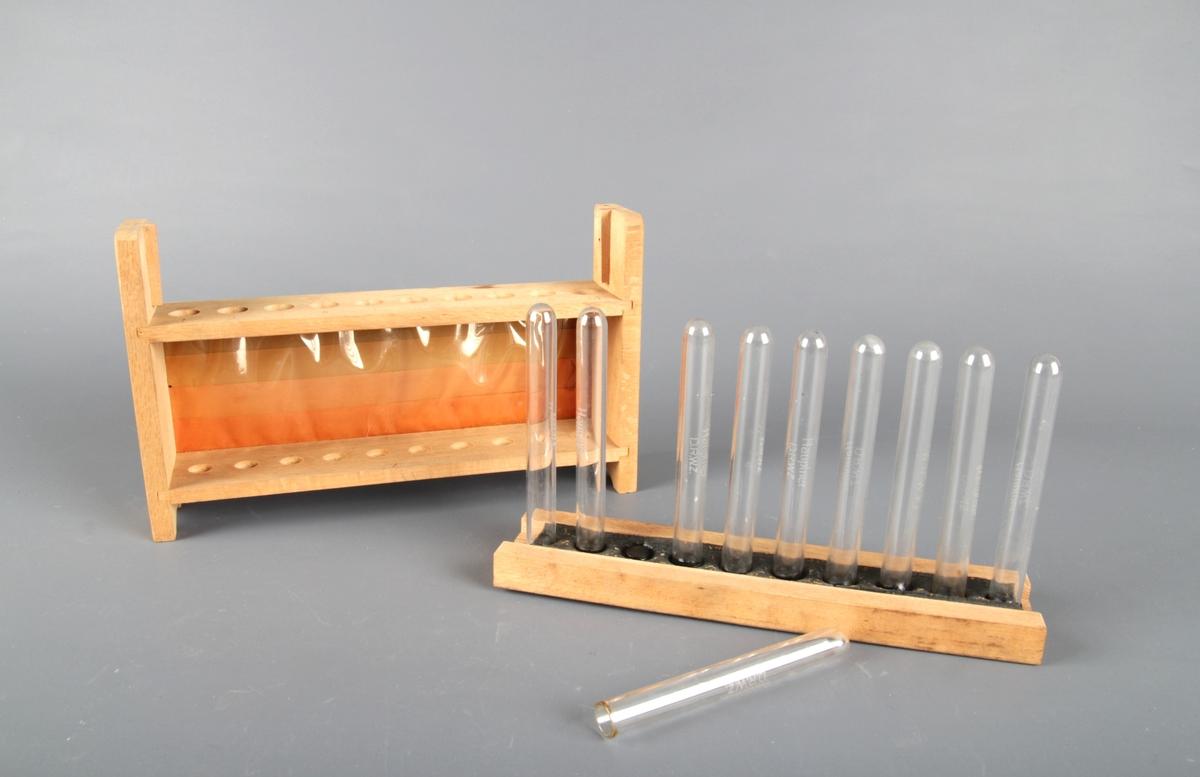 Stativ av tre med plass til 10 reagensglass.