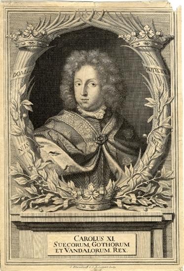 Kopparstick. Porträtt (oval) av Karl XI med allongeperuk och kungamantel m.m. omgiven av en lagerkrans. Kungens valspråk syns insatt i lagerkransen. Karl XI (1655-1697)