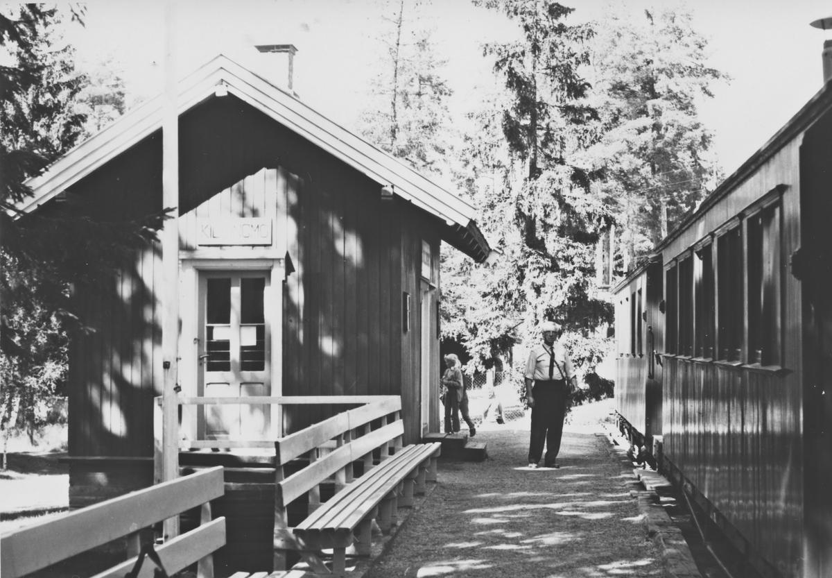 Tertitt-toget på Jernbanemuseet på Hamar ved Killingmo stasjonsbygning.