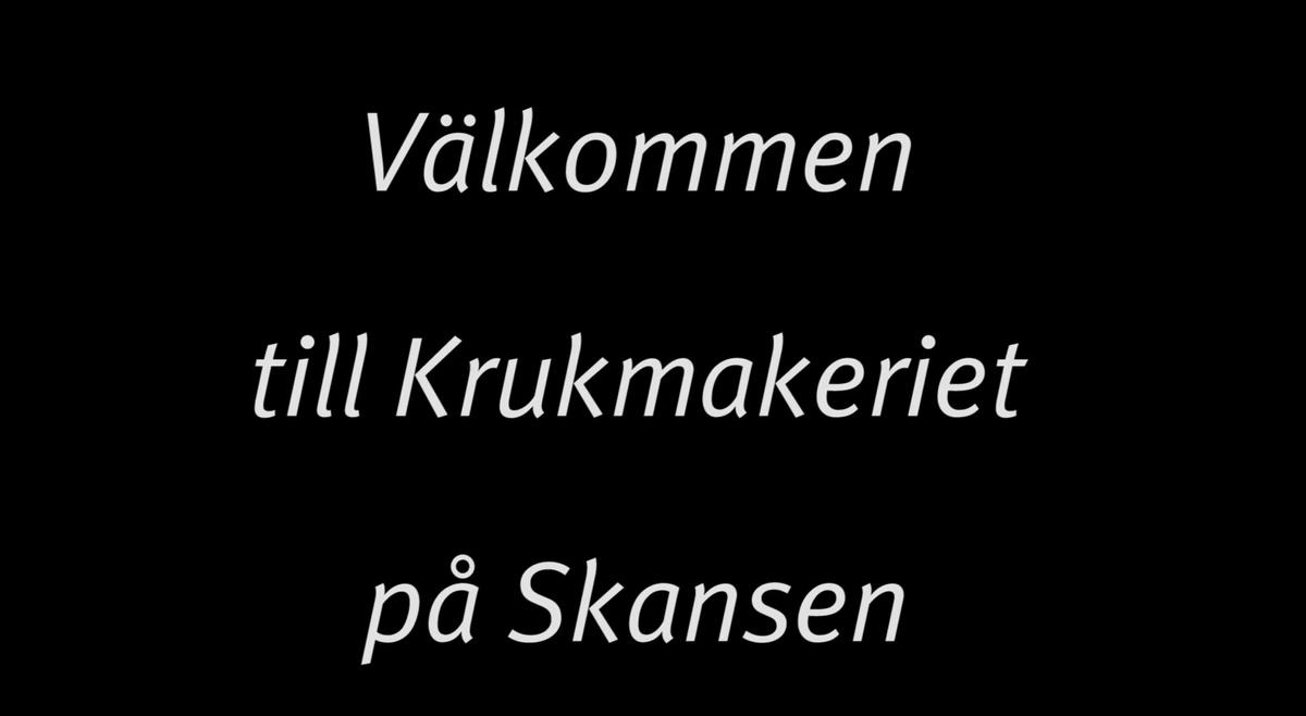 I Skansens stadskvarter ligger ett litet krukmakeri där du kan uppleva hur krukmakare arbetat sedan 1800-talet. Här träffar du vår krukmakare Lasse som visar hur man drejar en kanna.