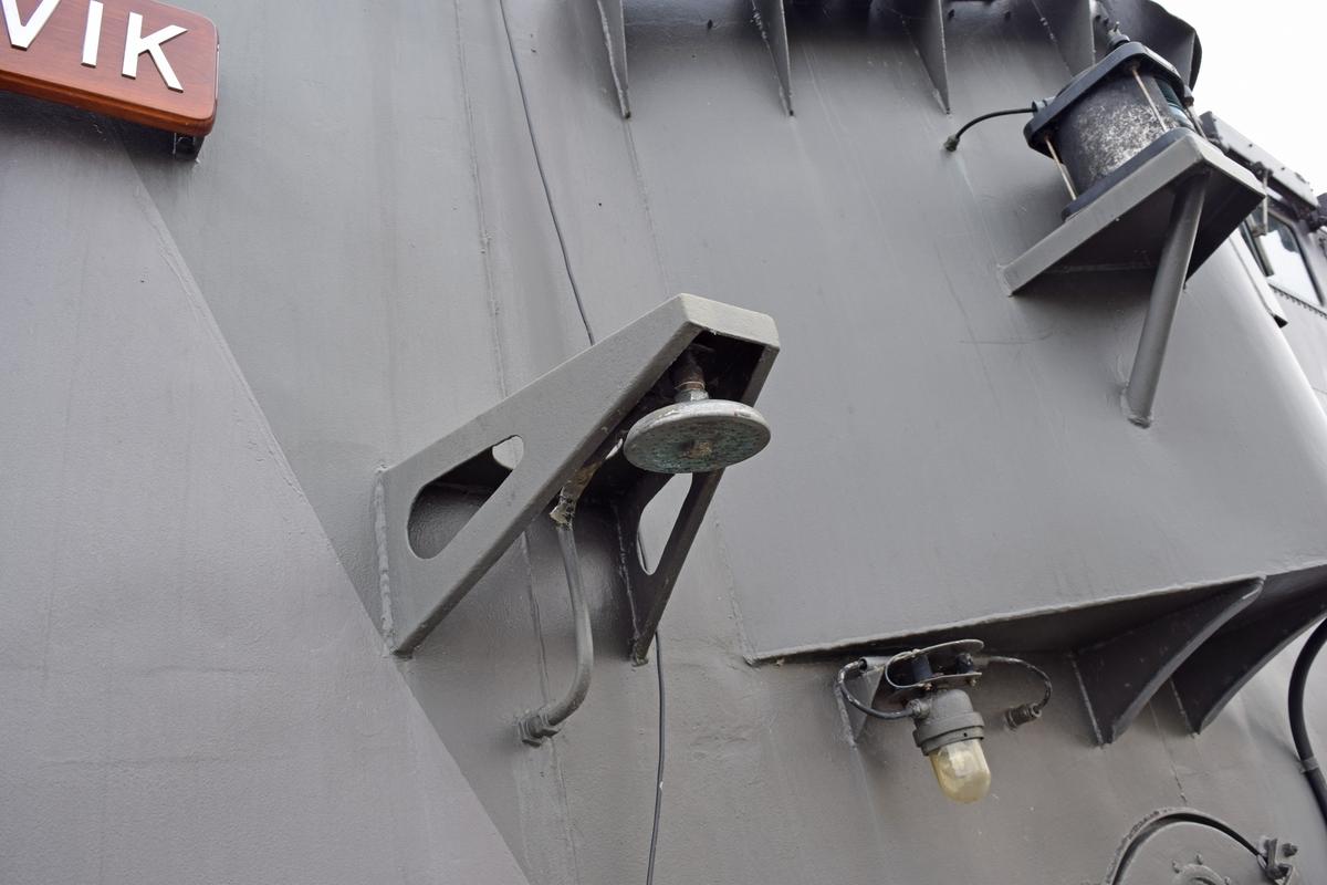 Dusch utombord på robotbåten HMS Västervik. Använd för att duscha av och sanera personal som kontaminerad med stridsgaser eller radioaktivt nedfall innan de släpps in i fartyget igen.