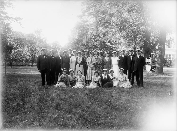 Bildtext: Varvs pastorats sångarförbund.  Fotot taget i parken vid Kaflås. 20/8 1933.