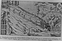 """Pumpeverk til gruve, drevet av såkalt """"stangfelt""""."""