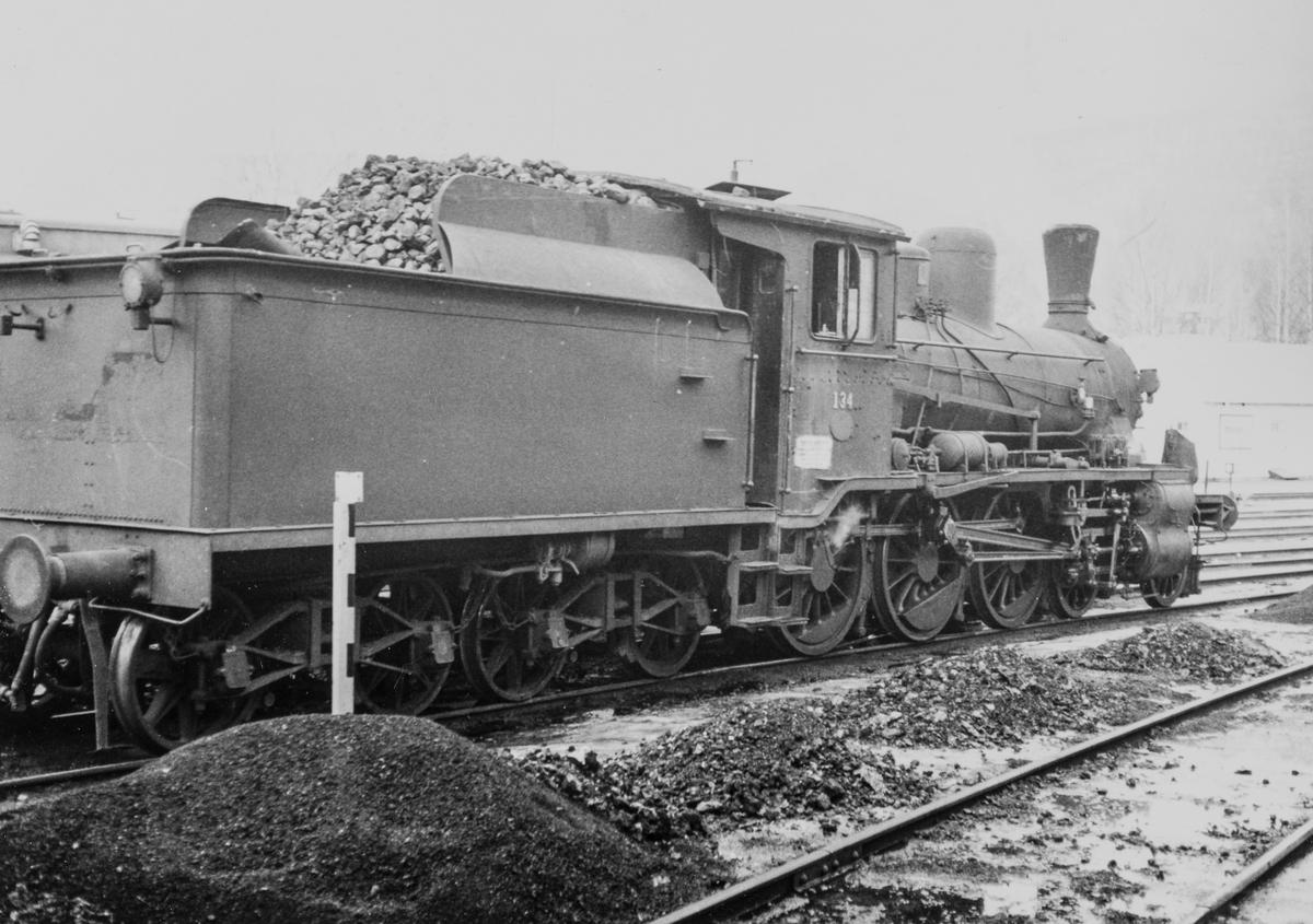 Damplok type 18c nr. 134 på Dokka stasjon. Dette var da Norges eldste damplok i drift, bygget i 1901.