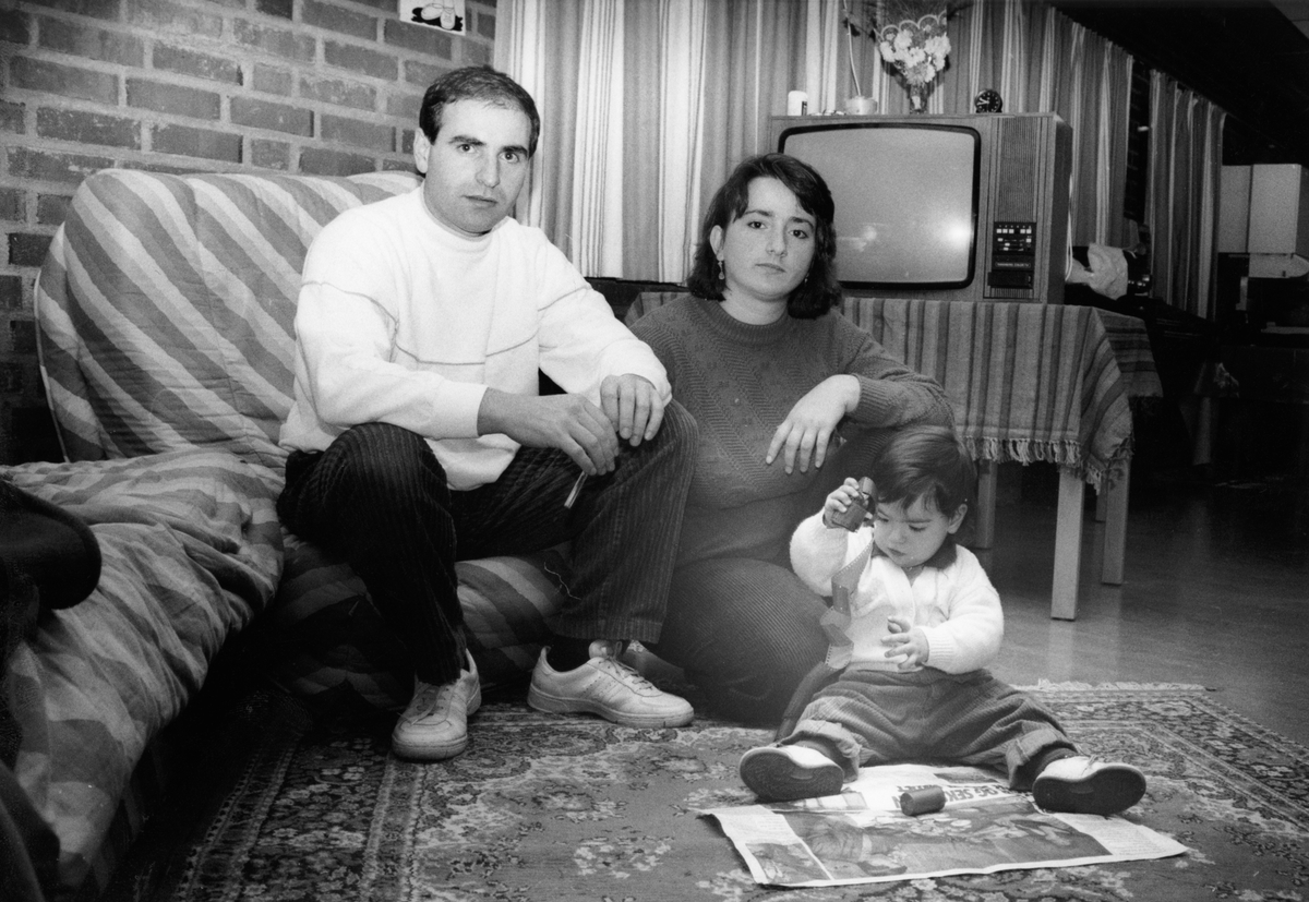 Gruppebilde av Abedin Miftari, Drita Miftari og Quendresa Miftari.