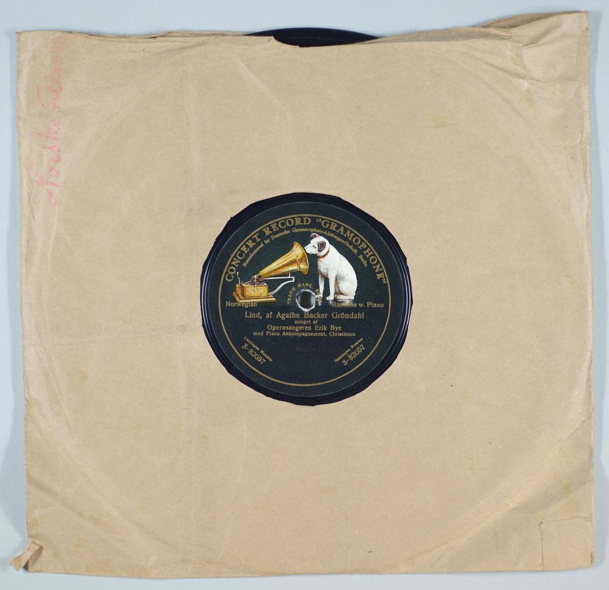 """54267.01: Svart grammofonplate laget av bakelitt og skjellak. Etiketten er svart med skrift i gull, for tekst se """"Påført tekst/merker"""". På etiketten er det en hund som sitter og lytter til en grammofon. Trykket er i hvitt, grått og ulike nyanser av brunt.   54267.02: Plateomslaget til platen er laget av brunt papir som er limt. Det er en sekundær påskrift skrevet i rosa for tekst se """"Påført tekst/merker""""."""